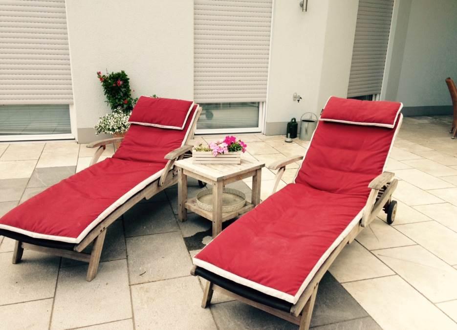 Raumausstatter für Sonnenschutz und Sichtschutz in Hasbergen - Outdoor-Kissen für den Garten - ganzjährig, wetterfest